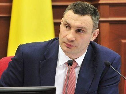 Кличко заступился закоммунальщиков ипоручил очистить Киев отснега доутра