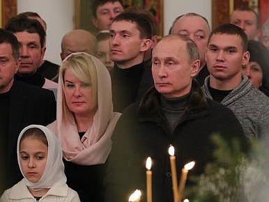 """Журналист о поддельных фотографиях Путина с """"рыбаками"""": Все идет по канонам веры в телекартинку, земные реалии значения не имеют"""