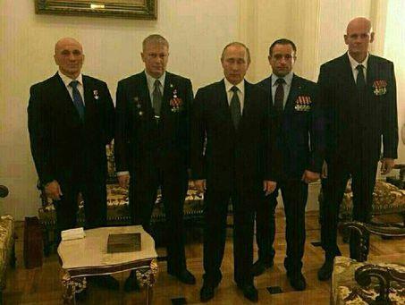 Всети интернет появилось фото, как Путин вКремле принимает главаря наемников