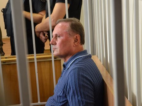 Суд оставил Ефремова зарешеткой еще на2 месяца