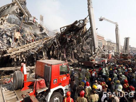 Горящее строение рухнуло вТегеране, погибли 30 пожарных