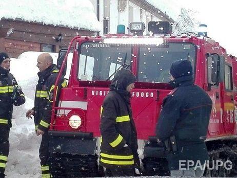Cотрудники экстренных служб извлекли тело первого погибшего иззаваленного снежной лавиной отеля вИталии