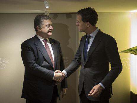 Порошенко вДавосе обсудил спремьером Нидерландов ратификациюСА Украина-ЕС