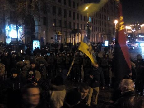 Вцентре украинской столицы столкновение: националисты хотели поджечь шины