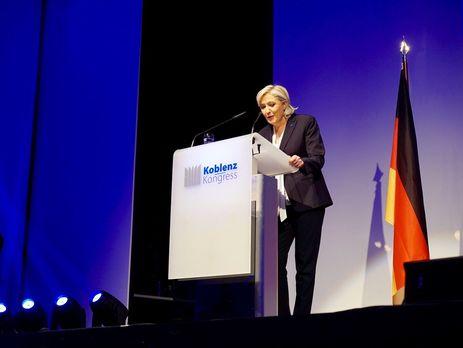 ЛеПен строго развенчала образ «гуманитарной героини» Меркель