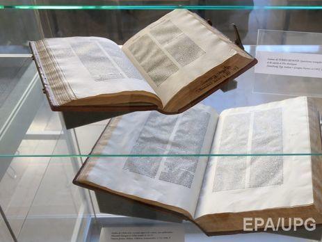 Встолице Англии изхранилища пропали неменее сотни старинных книжек