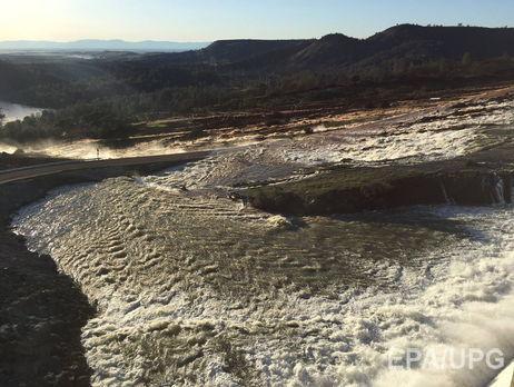 Плотина вКалифорнии разрушается: кадры своздуха