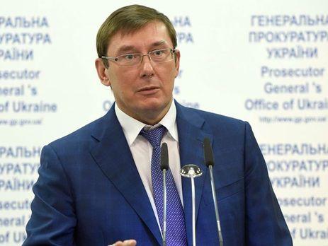 Луценко признал, что прокуроры нюхают наркотики прямо сматериалов дел