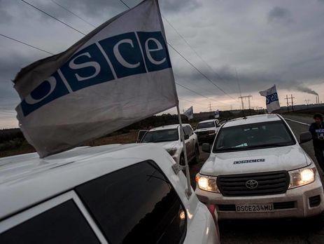 Воккупированном Донецке боевики непропустили наблюдателей ОБСЕ кпротестующим
