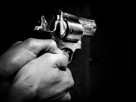 ВоЛьвове 24-летний мужчина расстрелял окна роддома
