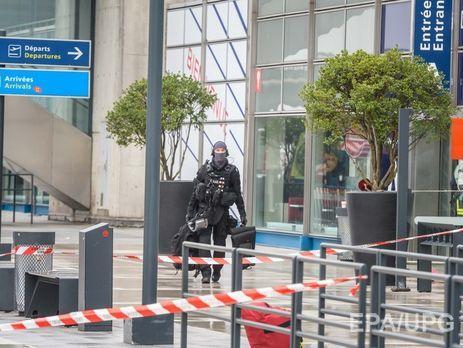 Встолице франции  задержали родственников напавшего напатруль ваэропорту Орли