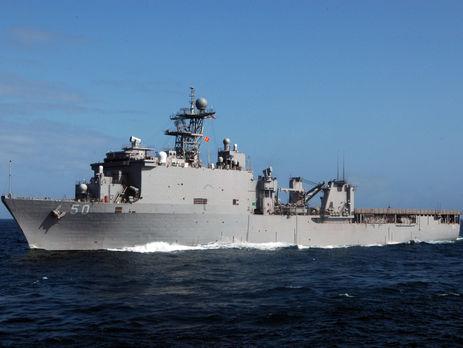 Десантный корабль ВМС США Carter Hall в Индийском океане