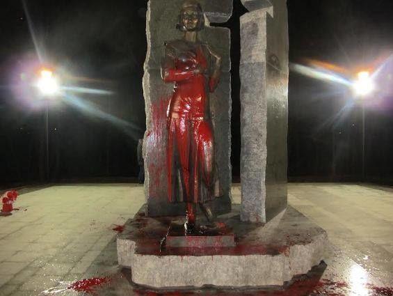 2e3314f40464 По факту повреждения памятника Телиге в Киеве открыто уголовное  производство (2.08 13)