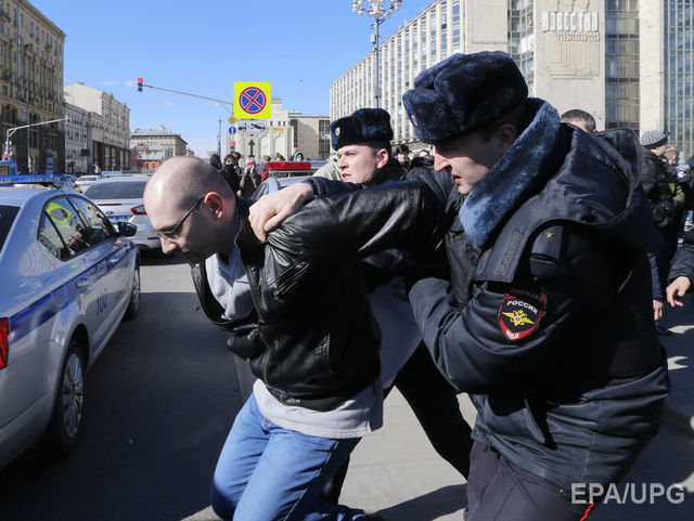 rian.com.ua На акции протеста в Москве задержали 1030 человек –