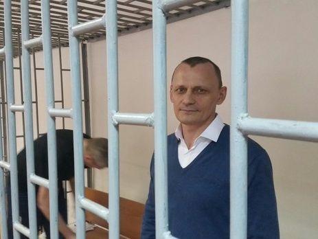 Новіков: У Карпюка суворий режим, передачі й побачення обмежені навіть порівняно зі звичайними тюремними умовами