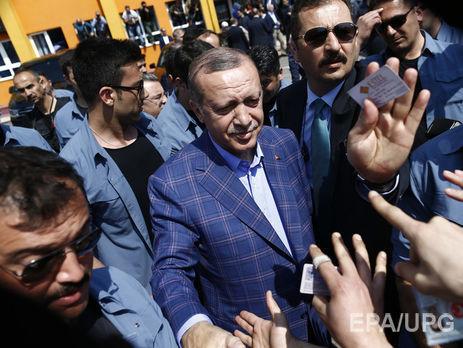Anadolu пишет что Эрдоган уже начал получать поздравления от лидеров'многих стран