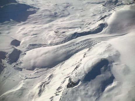 Водном изкрупнейших ледников Гренландии найдена  внушительная  трещина