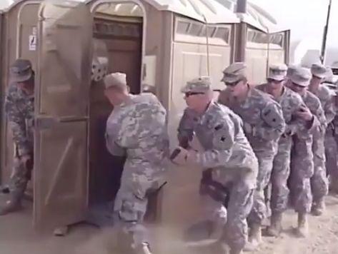 Онлайн солдаты в туалете