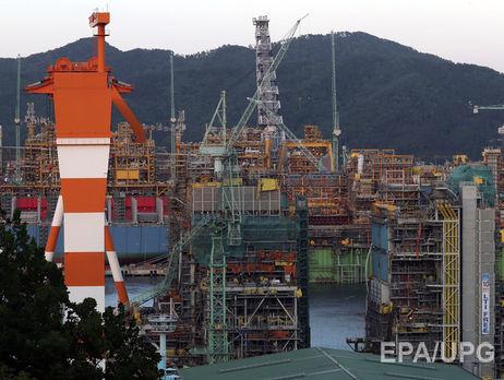 5 человек погибли из-за падения крана вюжнокорейском порту Кодзе