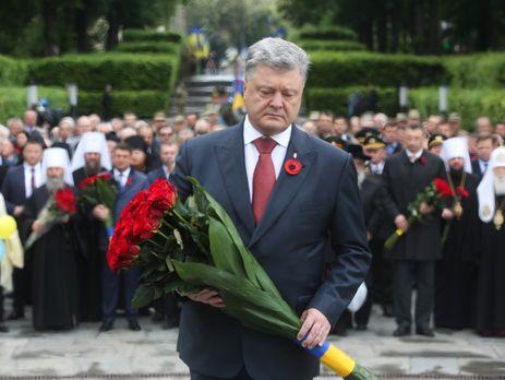 Порошенко: Мыбольше небудем праздновать День победы пороссийскому сценарию