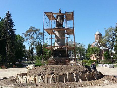 УЧернігові розвернули пам'ятник Хмельницькому