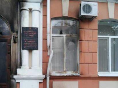 Ночью вМелитополе неизвестные забросали здание исполкома «коктейлями Молотова»