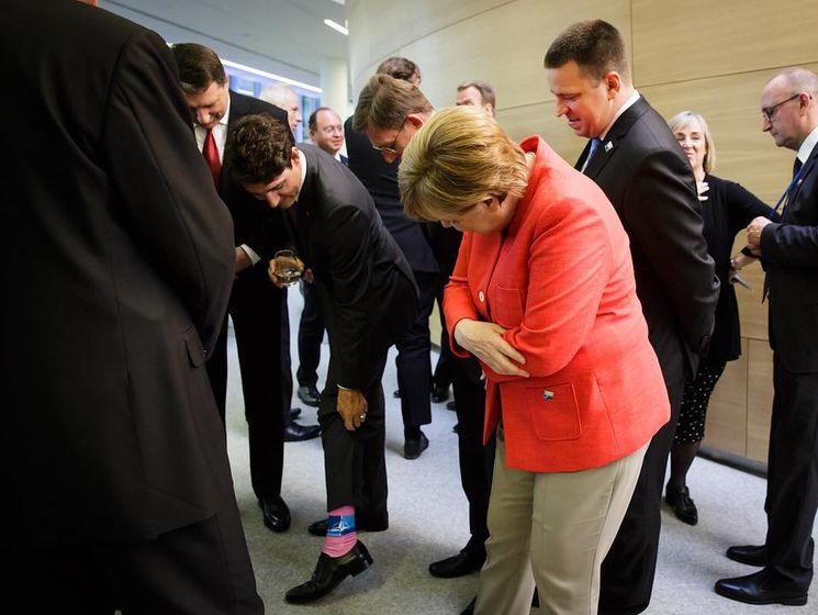 На носках Трюдо изображен логотип НАТО