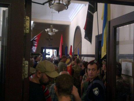 З'явилося відео бійки вКиївраді поліцейських і бійців добробатів