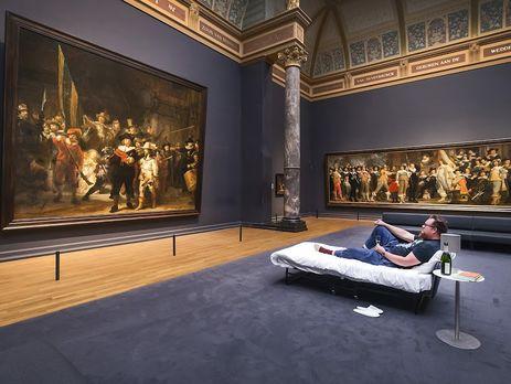 Голландец поужинал вмузее перед «Ночным дозором» Рембрандта