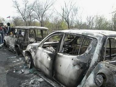 Lifenews также сообщал о найденных визитках Дмитрия Яроша в сгоревшей дотла машине