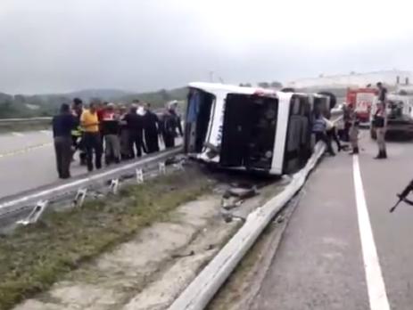 УТуреччині перекинувся автобус з військовиками, 47 осіб постраждали