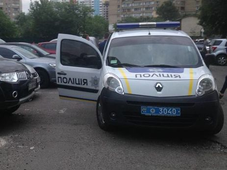 УКиєві невідомий розстріляв жінку наузбіччі дороги