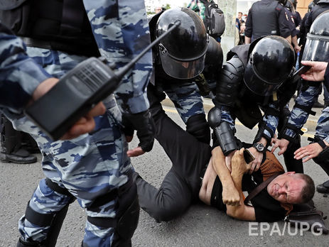 Мітинги вРосії: двом активістам загрожує до10 років за ґратами