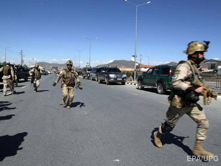 По меньшей мере шесть полицейских погибли в результате атаки вооруженных  террористов и смертника на штаб-квартиру полиции в городе Гардез на западе  ... 6d124707077