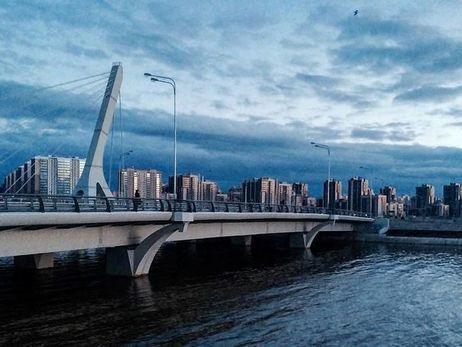 Петербургские активисты переименовали мост Кадырова вАхматовский