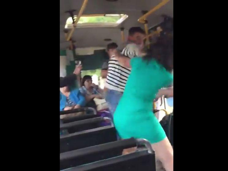 как женщин лопают мужчин в автобусе