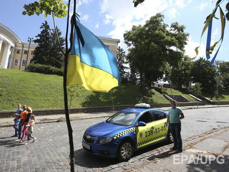Боротьба знелегальними перевізниками: ліцензійні таксі зобов'яжуть їздити наномерах жовтого кольору