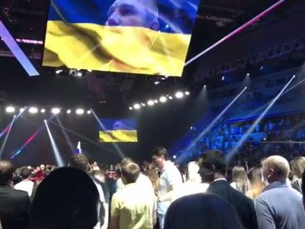 Не Порошенко единым: россияне встали во время исполнения гимна Украины в Лужниках