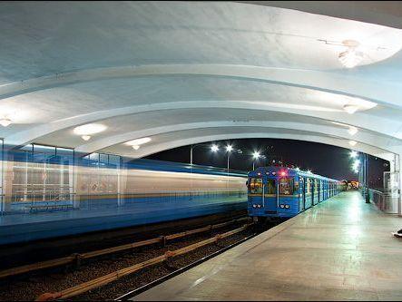 ВКиеве неработает станция метро «Театральная» ипересадка