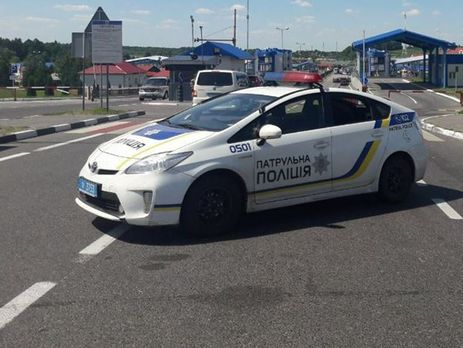 Вцентре Львова авто милиции сбило девушку напешеходном переходе