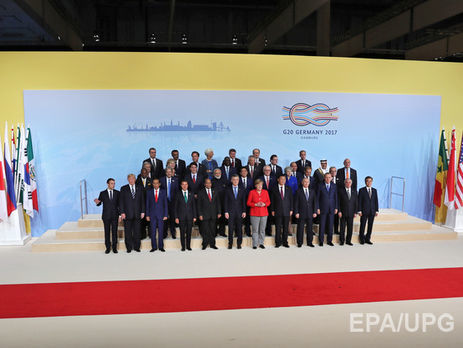 Меркель поприветствовала Владимира Путина насаммите G20 вГамбурге
