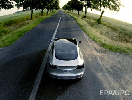 Ілон Маск показав фото першого серійного авто Tesla Model 3