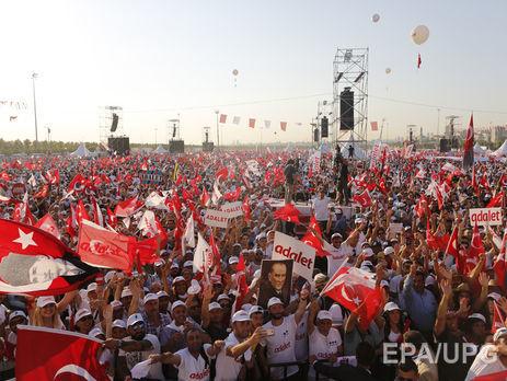Десятки тыс. турков вышли наулицы Стамбула намитинг оппозиции