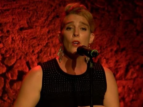 Відома французька співачка померла просто під час виступу