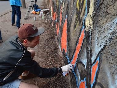 Работа над граффити в Кривом Роге
