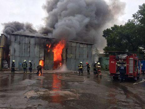 ВПечерском районе столицы Украины сгорела СТО
