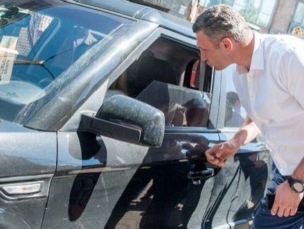 Киев с10августа перейдет набезналичную оплату парковки