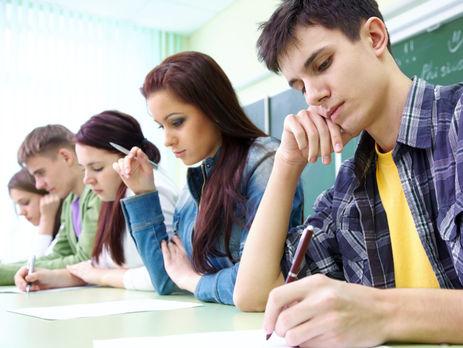 УЛатвії випускникам шкіл заборонять складати іспити російською мовою