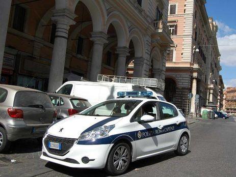 У Римі туристичний автобус з пасажирами врізався у залізничний міст