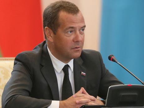 Рейтинг возможных преемников Владимира Путина возглавили Медведев иСобянин